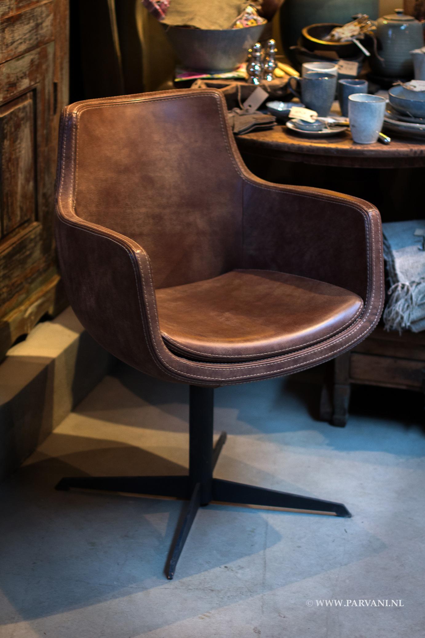 Parvani stoelen banken for Leren kuipstoel eetkamer