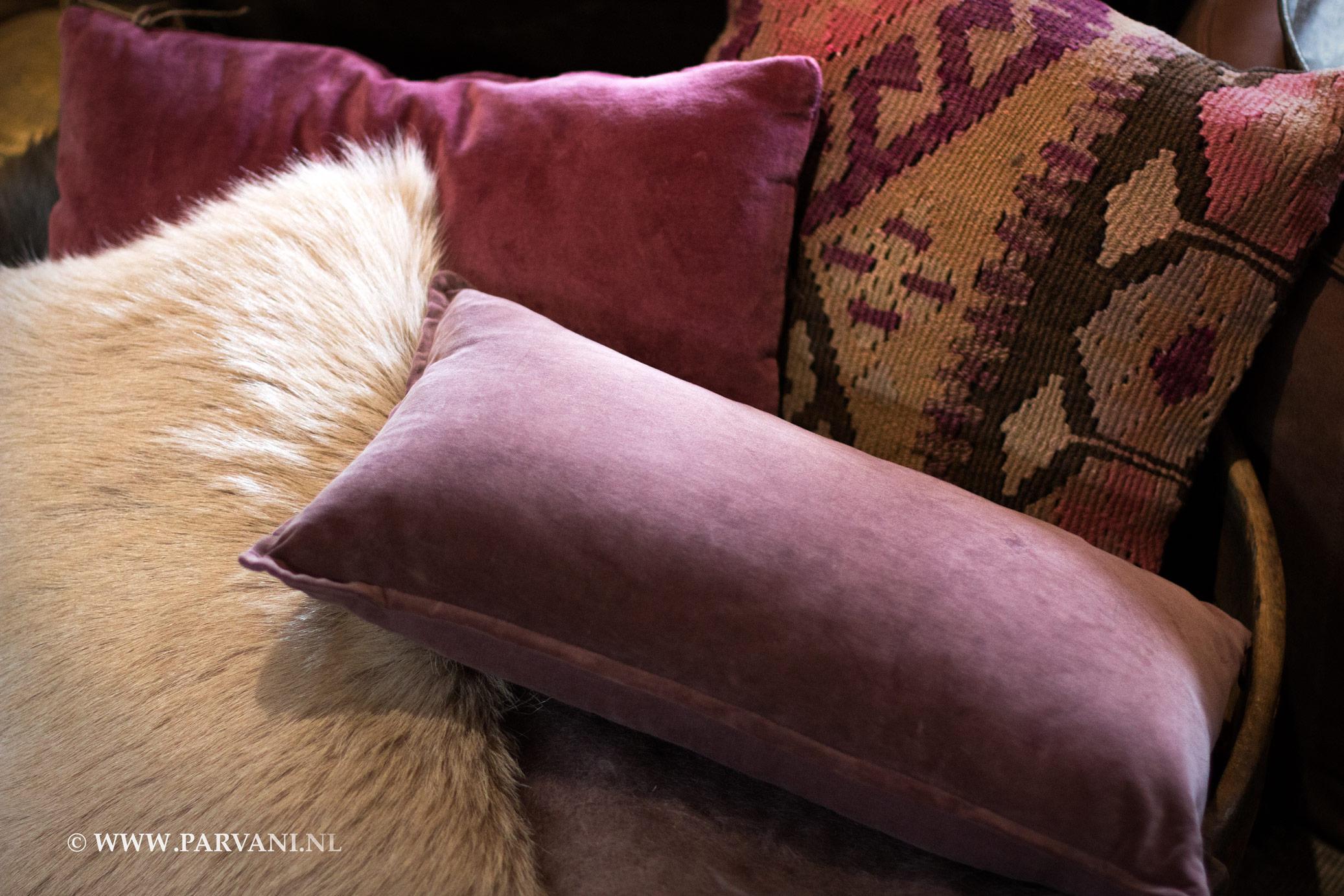 Oud Roze Kussens : Parvani kussens en plaids