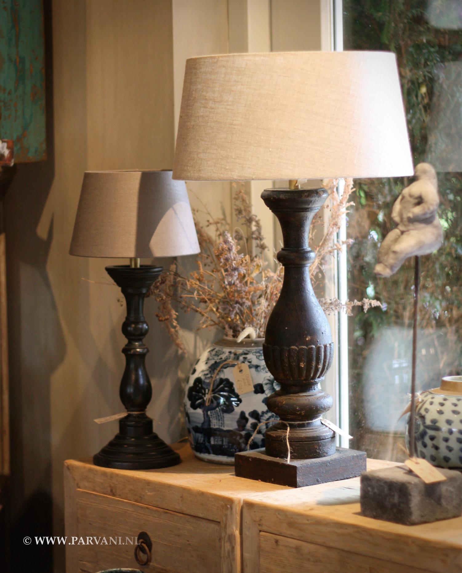 Parvani schemerlamp houten voet baluster - Houten drie voet lamp ...