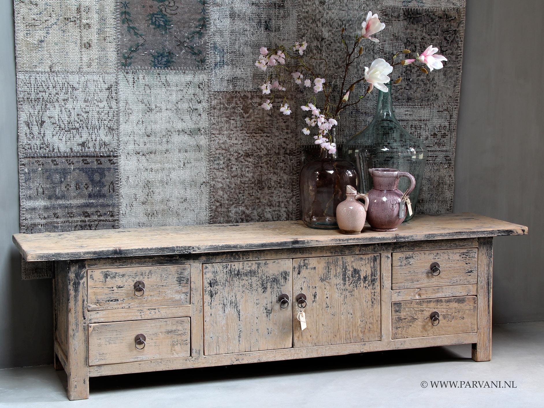 Tv Meubels Hout: Oud houten tv meubel sober hout met brocant label.