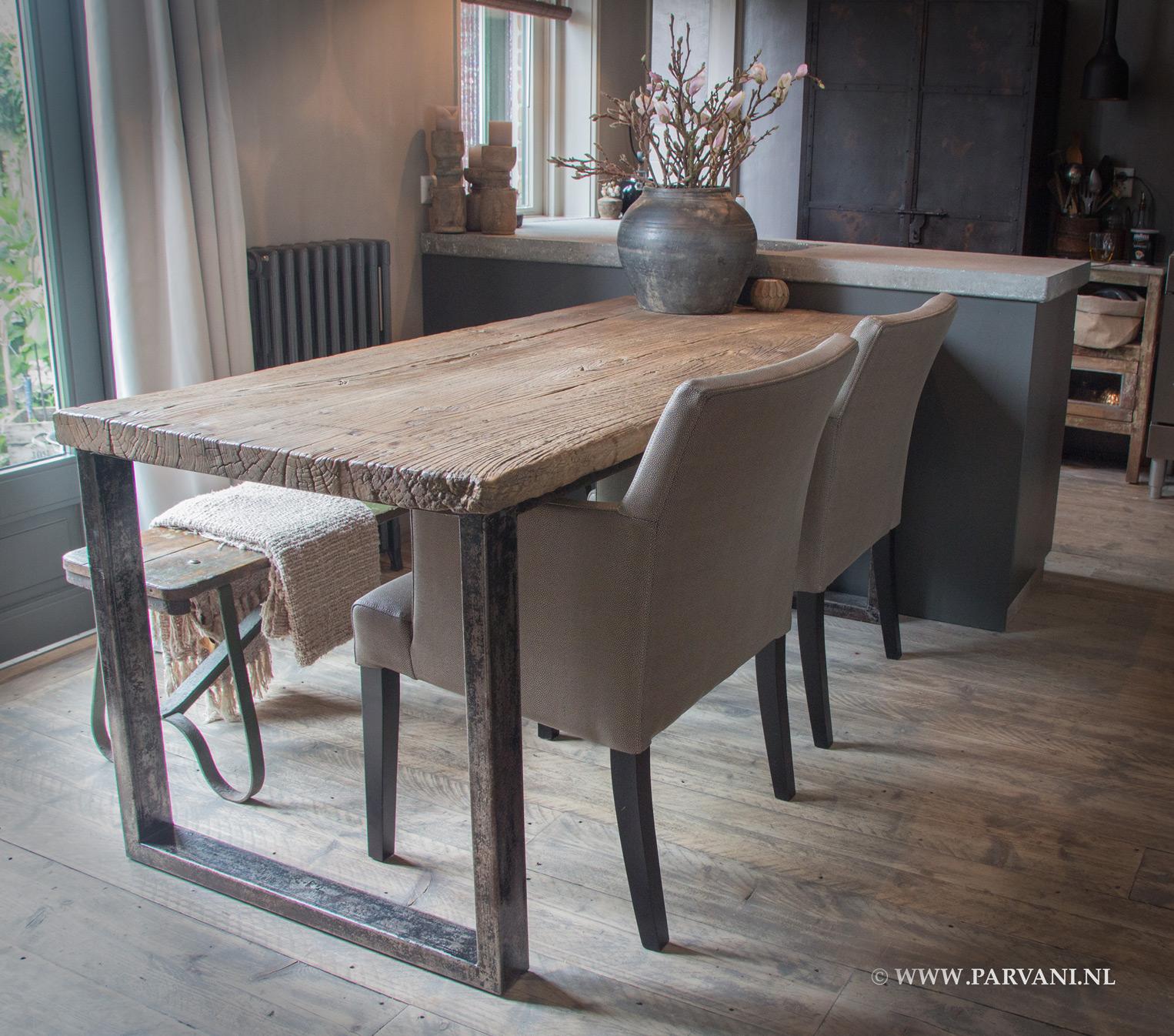 Parvani stoelen banken for Eettafel stoelen cognac