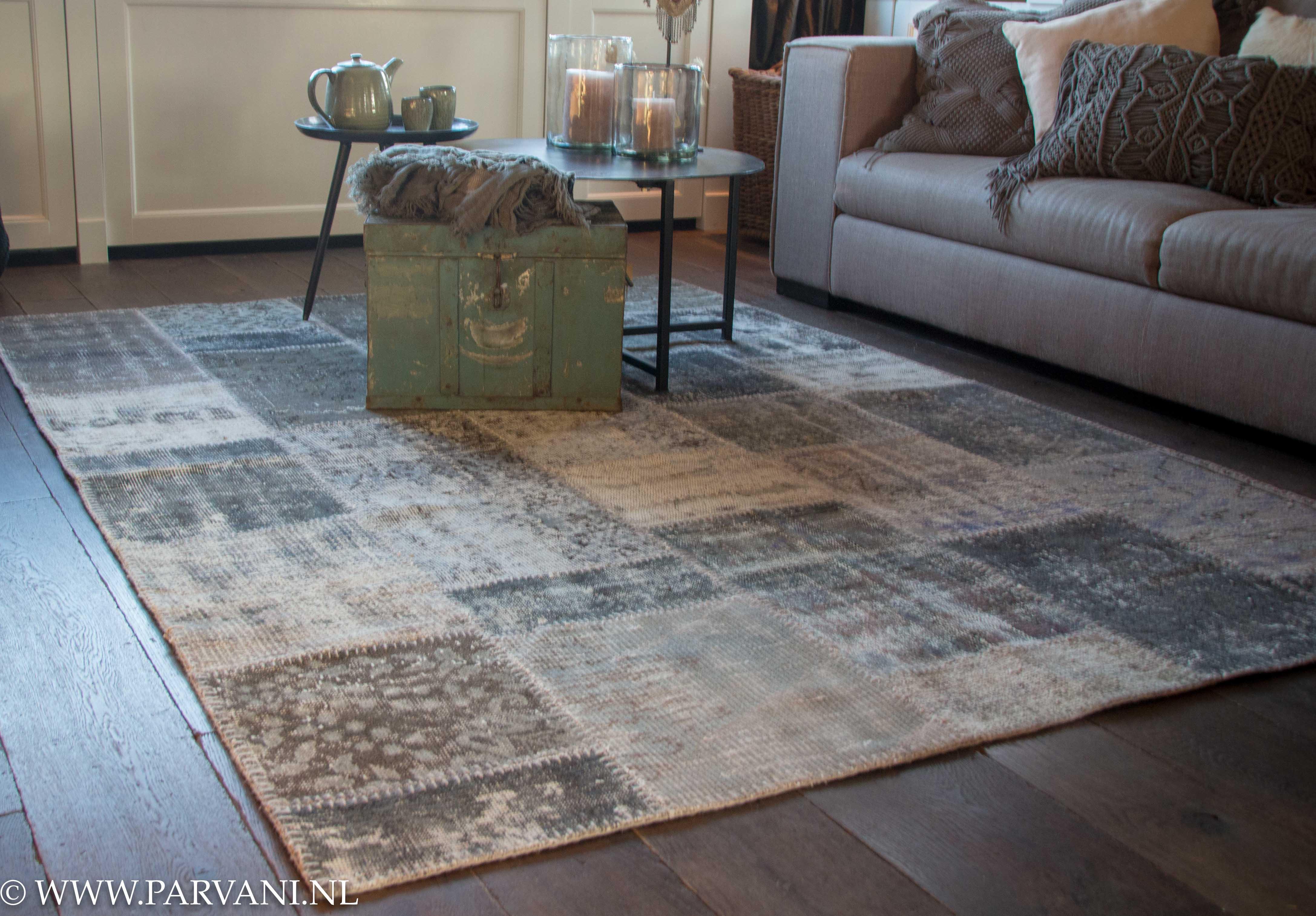 85c4394b497 Vintage patchwork tapijt in grijs/groene kleuren.